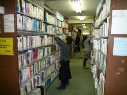 書架整理の様子